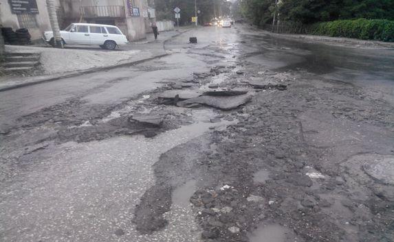 Дороги вКрыму: вДжанкое «всплыл» новый асфальт, аЕвпаторийскую дорогу переделывают