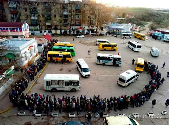 Оторванный причал вСевастополе парализовал сообщение ссеверной частью города