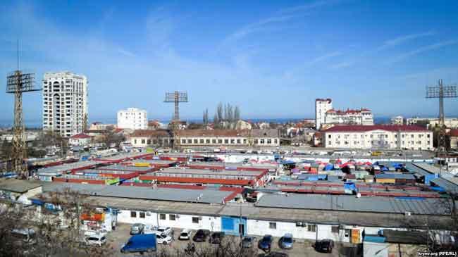 Рынок «Чайка» на площади Восставших в Севастополе